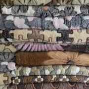 Полотенца,  пледы,  постельное белье в ассортименте